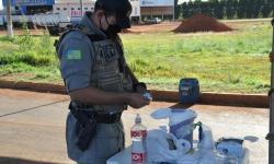 A Polícia Militar atua na barreira sanitária na principal entrada de Chapadão do Céu