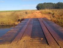 Ponte do Assentamento Pratinha recebe reforma