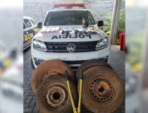 Dois jovens são presos suspeitos de furtar estepes de caminhonetes e carros de luxo, em Goiânia