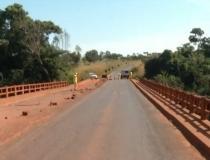 PONTE SOBRE O RIO CORRENTE NA GO-184 SERÁ  INTERDITADA PARA VEÍCULOS DE GRANDE PORTE