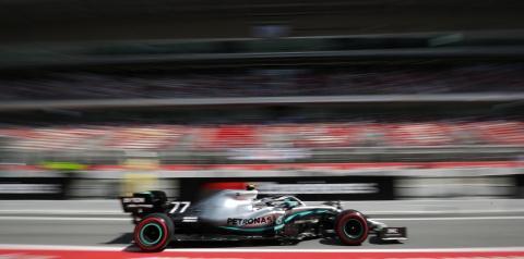Valtteri Bottas supera Lewis Hamilton e também faz o melhor tempo no 2º treino em Barcelona