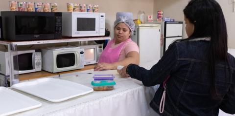 'Marmitarias S/A' lucram em SP esquentando refeições de quem leva comida de casa ao trabalho
