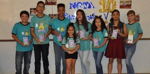 Educação entrega premiação para os Alunos Nota 10 Participaram do projeto todos os alunos da rede municipal de ensino do ensino fundamental, incluindo o EJA