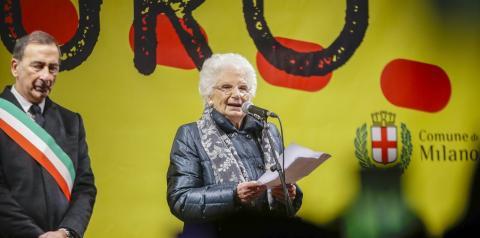 Milhares se reúnem ao redor de sobrevivente do Holocausto ameaçada na Itália: 'ódio não tem futuro'