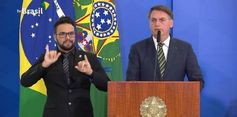 Bolsonaro contraria AGU e diz que recorrerá para ter Ramagem na PF: 'Quem manda sou eu'