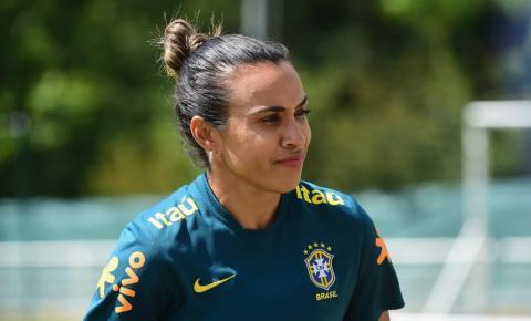 Vadão confirma Marta como titular contra a Itália, mas craque não se garante o jogo todo