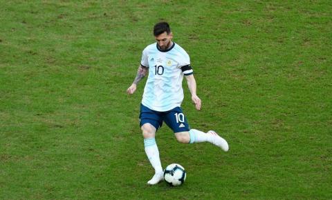 Após críticas de Messi e Suárez, Tite vai conferir gramado da Arena do Grêmio