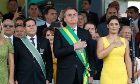 Bolsonaro abre desfile do 7 de Setembro com Silvio Santos e Edir Macedo