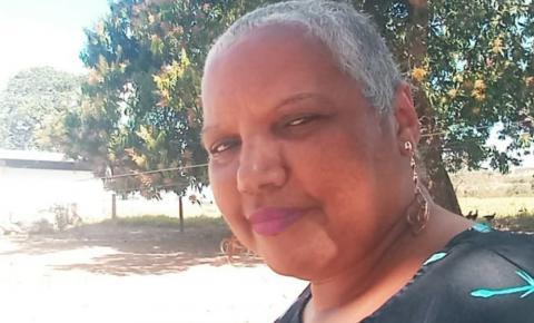 Após reportagem, mulher que luta contra câncer conhece o pai em hospital: 'Um encontro lindo'