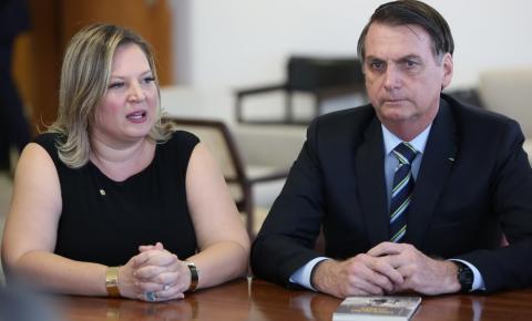 Joice Hasselmann diz que assessores de Bolsonaro e dos filhos atuam nas redes sociais com perfis falsos