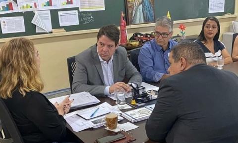 Deputado Karlos Cabral cobra melhorias para o Colégio Fruto da Terra