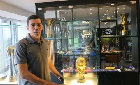 Aos 41 anos, zagueiro pentacampeão Lúcio anuncia aposentadoria: