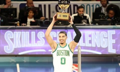 Jayson Tatum surpreende a torcida no desafio de habilidades do All-Star Games