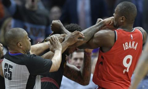 Noite de NBA tem briga, troca de ofensas entre Westbrook e torcedor, e Lou Williams histórico