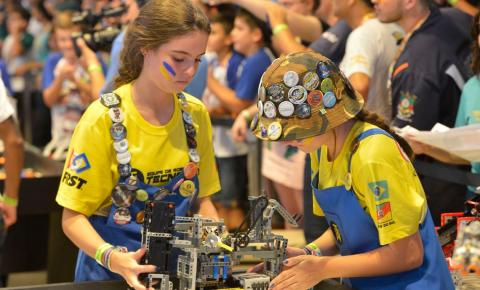 Estudantes brasileiros participam de festival de robótica no Rio