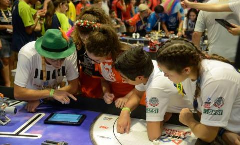 Competição de robótica atrai cerca de 1,2 mil alunos do país ao Rio