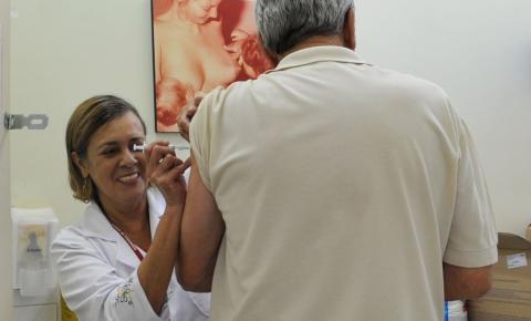 Ministro faz apelo para público-alvo se vacinar contra a gripe