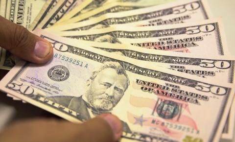 Bolsa opera em baixa, mas dólar está em alta cotado a R$ 3,95